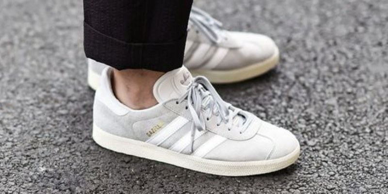 e scarpe di uomo dentro di gomma adidas